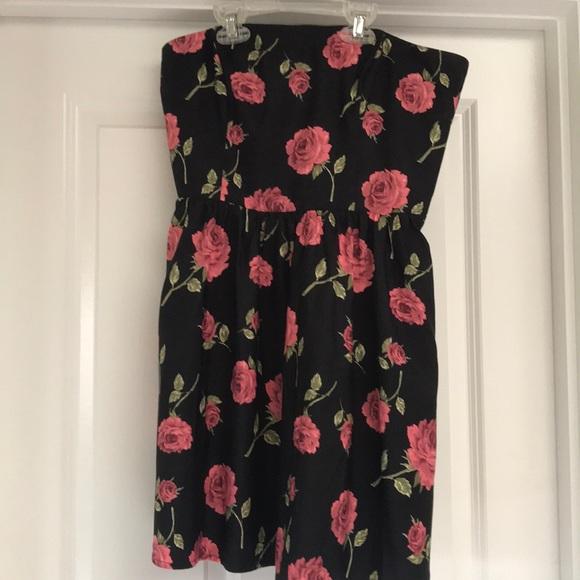 Forever 21 Dresses & Skirts - Black rose strapless dress
